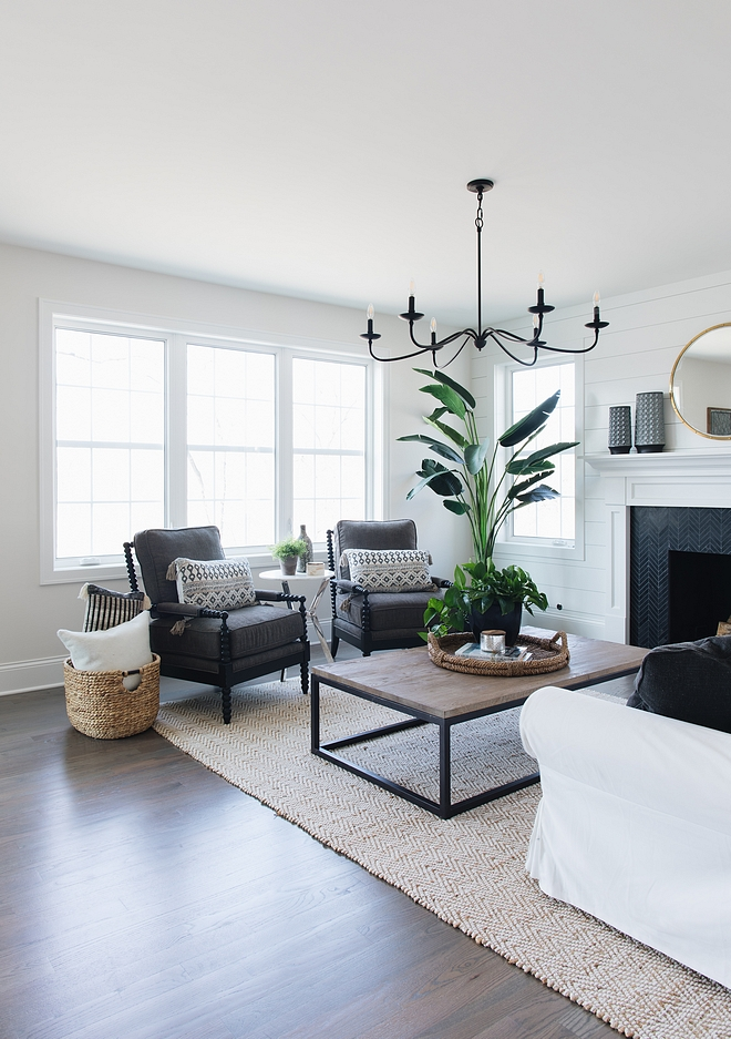 Farmhouse living room with black and white color scheme Farmhouse living room with black and white color scheme Farmhouse living room with black and white color scheme #Farmhouselivingroom #Farmhouse #livingroom #blackandwhite #colorscheme