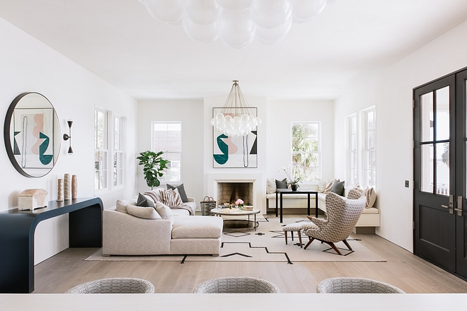 Ecclectic Living room featuring large sectional, glass buble chandelier and mid-century accent chair #livingroom #ecclecticinteriors