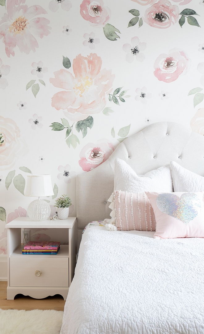 Pastel Floral Soft Floral Wallpaper Pastel Floral Wallpaper Nursery Wallpaper source on Home Bunch Pastel Floral Wallpaper Girls Bedroom Pastel Floral Wallpaper #PastelFloralWallpaper #FloralWallpaper