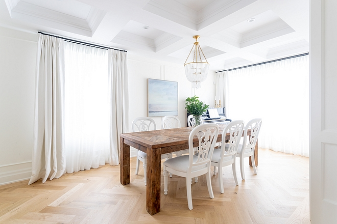 White linen fabric Drapery Dining Room Window Treatment Classic and timeless White linen fabric Dining Room Window Treatment #whitelinedrapery #WindowTreatment