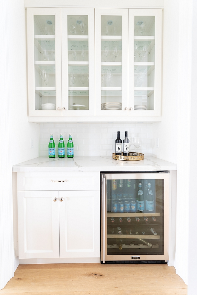 Benjamin Moore Simply White Cabinetry This color works well with marble-looking countertop Benjamin Moore Simply White Cabinetry #BenjaminMooreSimplyWhite #whiteCabinetry