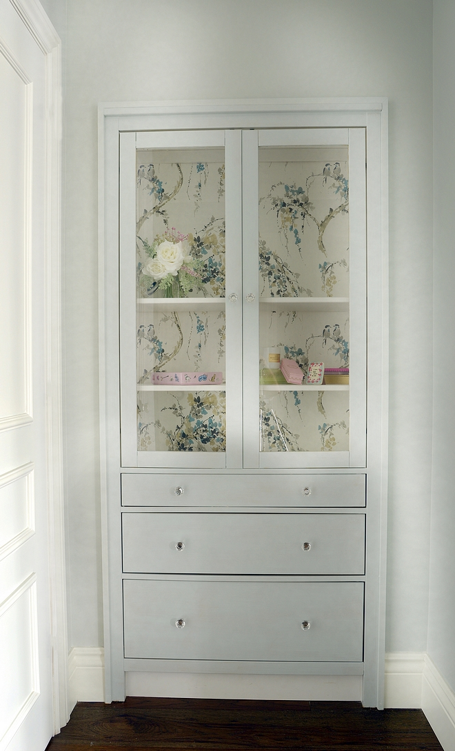 Ikea Cabinet Built in Ideas Cabinet from Ikea painted Benjamin Moore Whickham Grey finished with glass knob Hardware #ikeacabinte #BenjaminMooreWhickhamGrey #ikeabuiltin