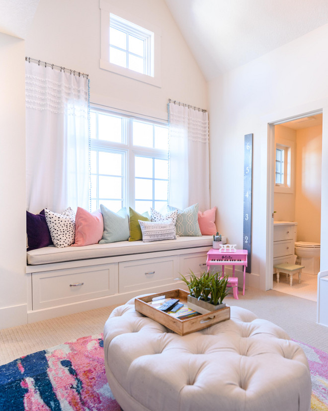 Window seat reading nook with colorful pillows and pompom curtains Window seat reading nook Kids bedroom Window seat reading nook #Windowseat #readingnook