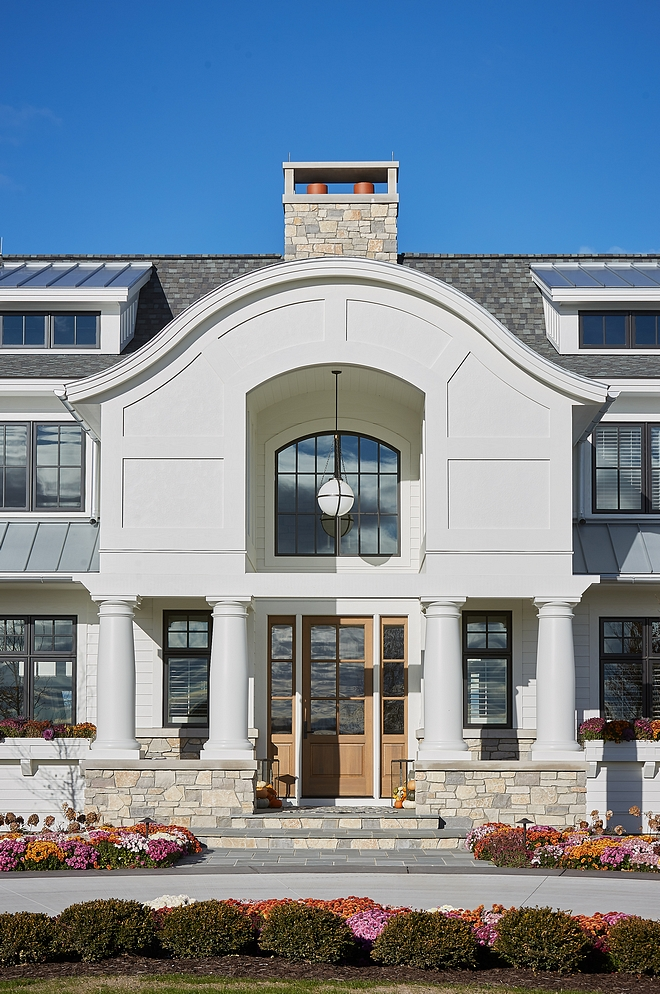Portico Classic Portico Archway At the entry, the gabled portico takes the form of a classic three-part archway Portico Classic Portico Archway #Portico #ClassicPortico #PorticoArchway