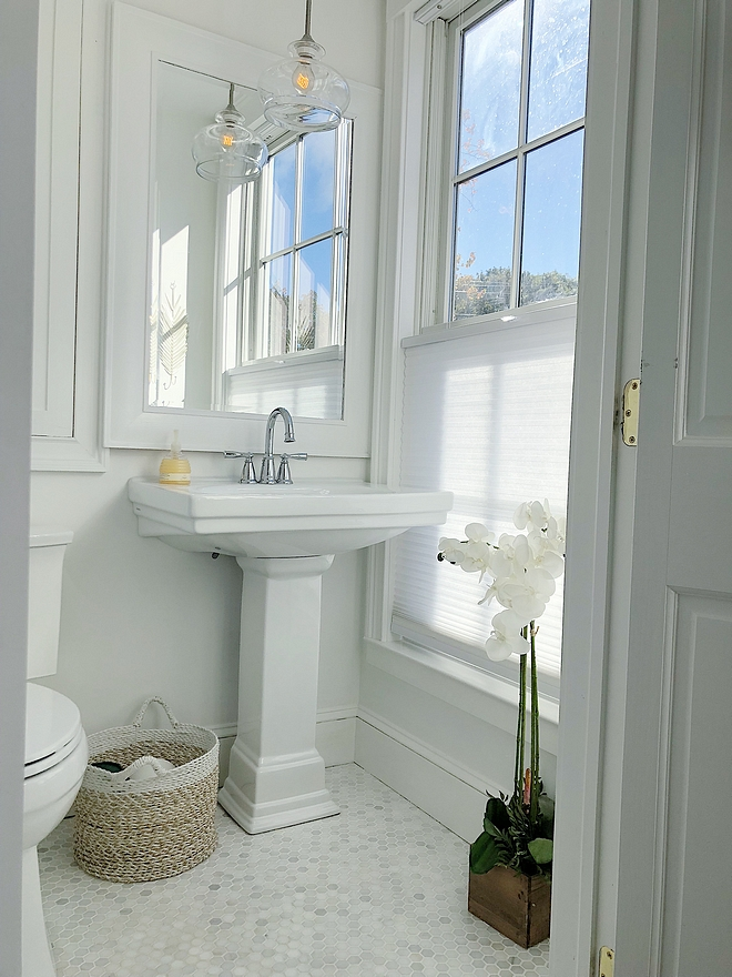 White Bathroom paint color Benjamin Moore Snowfall White Great white for bathrooms White Bathroom paint color Benjamin Moore Snowfall White #WhiteBathroom #paintcolor #BenjaminMooreSnowfallWhite