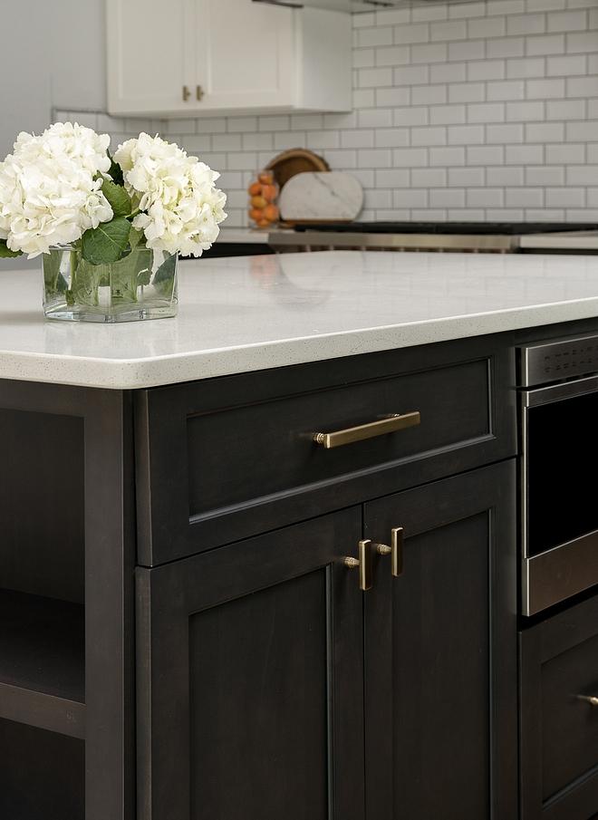 Durable Countertop Frost White Quartz Durable Countertop for kitchens Frost White Quartz #DurableCountertop #Quartz