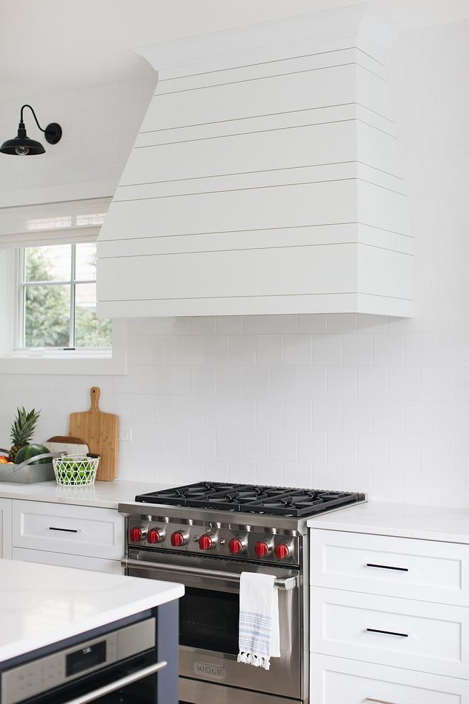 Modern farmhouse kitchen with simple 6x6 white wall tile backsplash Modern farmhouse kitchen backsplash tile Modern farmhouse kitchen #Modernfarmhousekitchen #Modernfarmhouse #kitchen #kitchenbacksplash #6x6tile