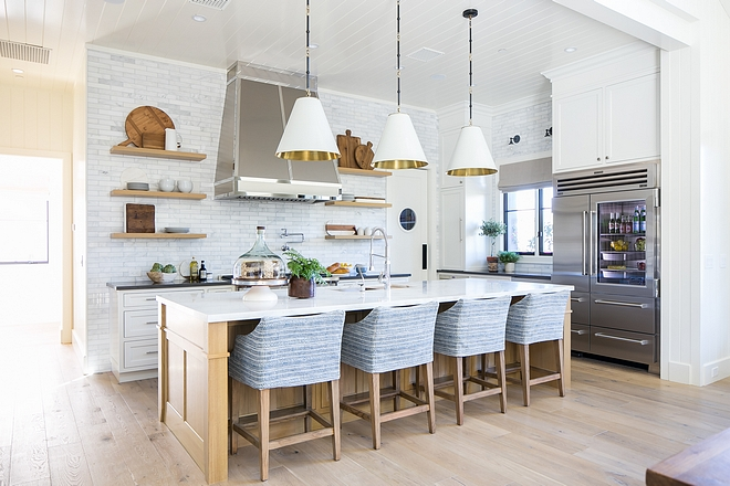 Kitchen Cabinetry Shaker Doors Painted Benjamin Moore White Dove #KitchenCabinetry #ShakerDoors #shakerkitchen #BenjaminMooreWhiteDove