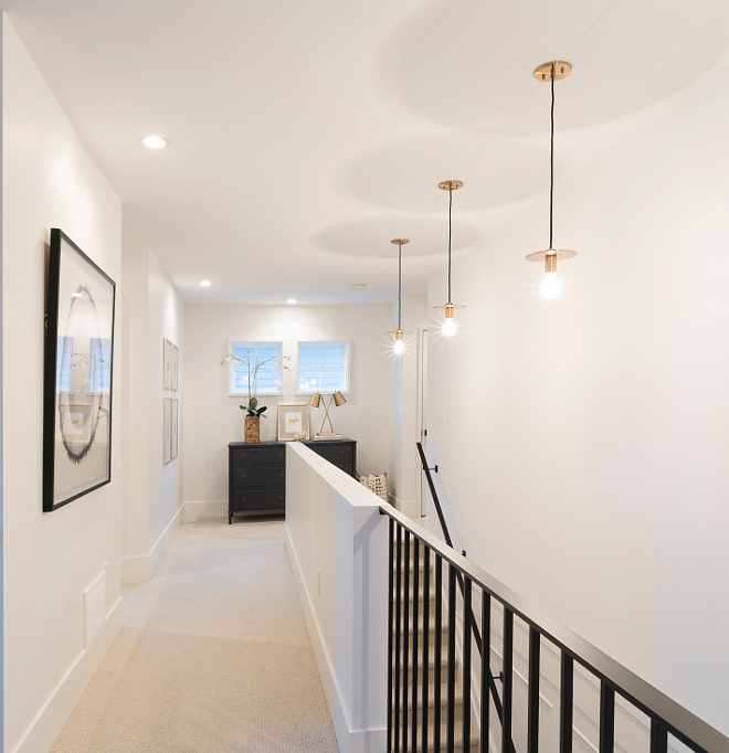 Benjamin Moore White pant color Perfect off-white for walls Oxford White by Benjamin Moore #OxfordWhitebyBenjaminMoore #offwhite #wallpaintcolor