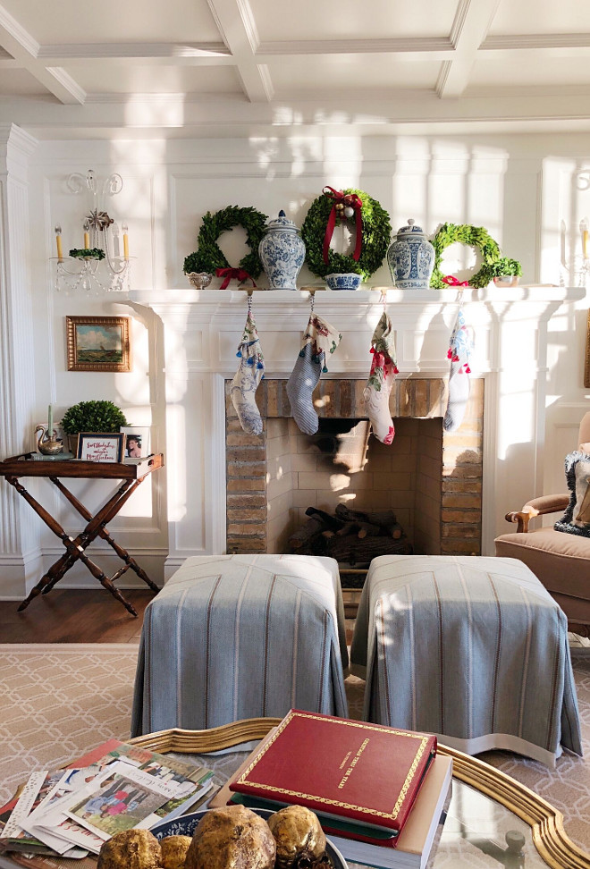 Traditional Christmas Decorating Ideas Christmas Mantel Decor Ideas #TraditionalChristmasDecoratingIdeas #ChristmasMantel #ChristmasMantelDecor
