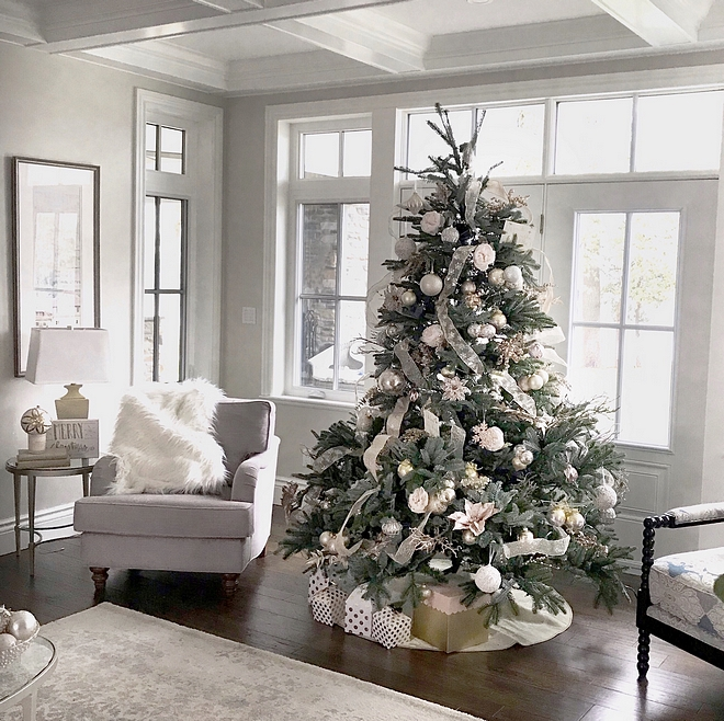 Christmas Tree I love ribbons, bows, sparkles, flowers, just about anything, as long as it all compliments each other. My tree decor changes every few years or so but I am careful to ensure it matches my interior decor #Christmastree