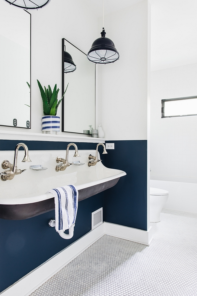 Two-toned wall paint color Benjamin Moore Hudson Bay 1680 bottom of wall and Sherwin Williams Extra White SW7006 This is a great way to add personality in a bathroom while saving money #Twotonedwall #paintcolor #BenjaminMooreHudsonBay #BenjaminMoore1680 #BenjaminMoore