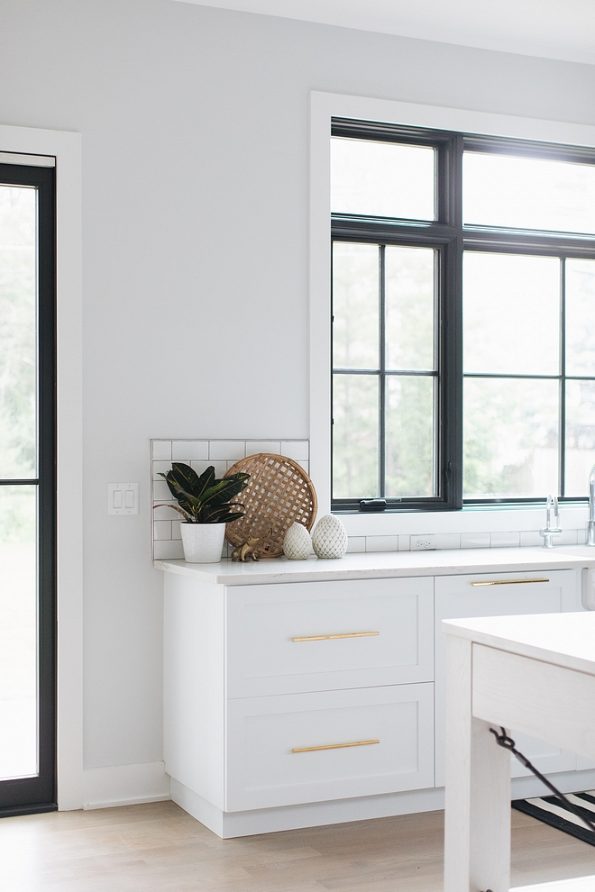 Sherwin Williams Site White SW 7070 Kitchen Paint color is Sherwin Williams Site White SW 7070 Neutral Gray Paint Color Sherwin Williams Site White SW 7070 #SherwinWilliamsSiteWhite #SW7070 #SherwinWilliams