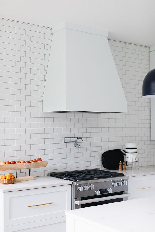 You really don't need to splurge on backsplash tiling for your kitchen 3x6 white glossy subwayt tile is a Classic, affordable and timeless choice - not to mention neutral #kitchen #backsplash #subwaytile