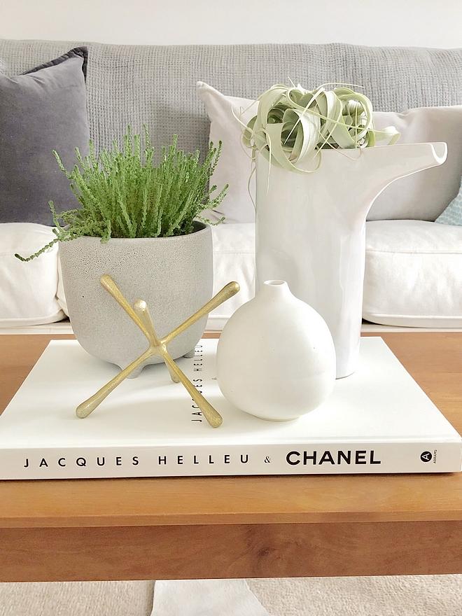 White Decor Coffee table white decor White Decor Coffee table white decor books ceramic #WhiteDecor #Coffeetable #coffeetabledecor