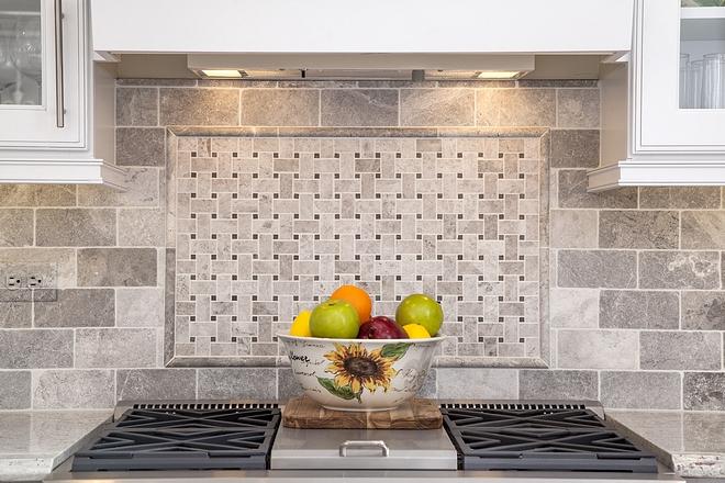 Traditional kitchen backsplash Tumbled Limestone Tile with Limestone basketweave tile Traditional kitchen backsplash #Traditionalkitchenbacksplash #kitchenbacksplash #backsplash #tile