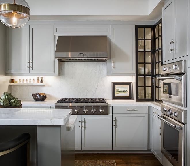 Sherwin Williams SW7016 Mindful Light grey kitchen cabinet paint color Perimeter cabinets are Sherwin Williams SW7016 Mindful #lightgreycabinet #paintcolor #SherwinWilliamsSW7016Mindful