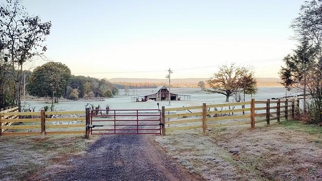 Barn Farmhouse with Barn Barn Country life #barn #countrylife #farmhouse