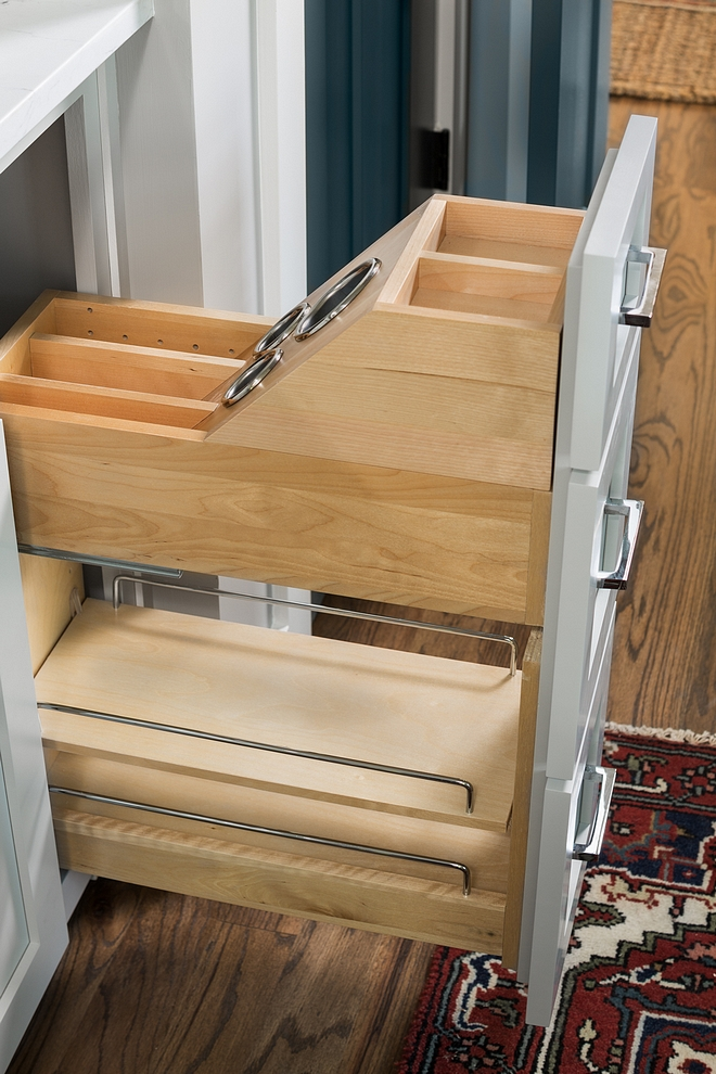 Kitchen Spice Rack Kitchen Oil Rack It's so easy to keep everything organized with this custom spice and oil compartment Kitchen Spice Rack Kitchen Oil Rack Ideas Kitchen Spice Rack Kitchen Oil Rack #Kitchen #SpiceRack #OilRack