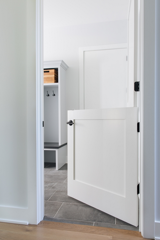 Mudroom Dutch-door Mudroom with Dutch-door This is perfect if you have pets and need to contain them - especially if it's a puppy in training Mudroom Dutch-door Mudroom with Dutch-door #Mudroom #Dutchdoor #Mudroomdoor