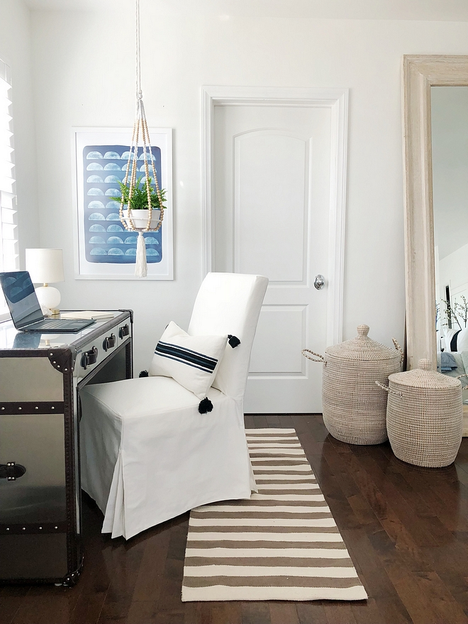 Benjamin Moore OC-65 Home Office Paint Color Ideas Benjamin Moore OC-65 Benjamin Moore OC-65 Home Office White home office Benjamin Moore OC-65 #BenjaminMooreOC65 #homeoffice #whitehomeoffice