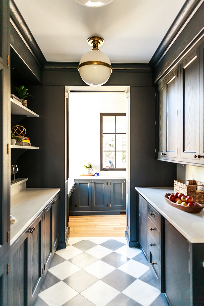 Benjamin Moore Wrought Iron Best dark cabinet paint color Benjamin Moore Wrought Iron works well with brass hardware Benjamin Moore Wrought Iron #BenjaminMooreWroughtIron #BenjaminMoore #WroughtIronBenjaminMoore