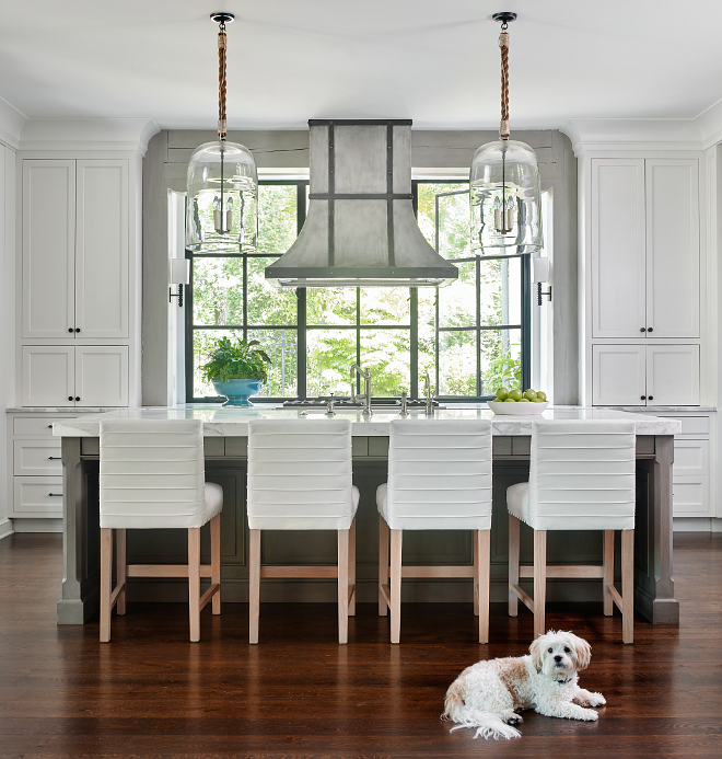 Benjamin Moore White Dove Shaker Cabinet Kitchen Kitchen Cabinet Benjamin Moore White Dove Shaker Cabinet White kitchen paint color cabinet door style Benjamin Moore White Dove Shaker Cabinet #BenjaminMooreWhiteDove #ShakerCabinet #cabinetdoor #cabinetdoorstyle