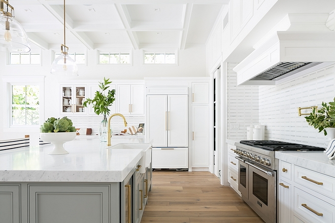 Bright white kitchen paint color Pure White by Sherwin Williams with light matte hardwood flooring #Brightwhitekitchen #whitekitchen #whitekitchenpaintcolor #PureWhitebySherwinWilliams #lighthardwoodflooring #mattehardwoodflooring