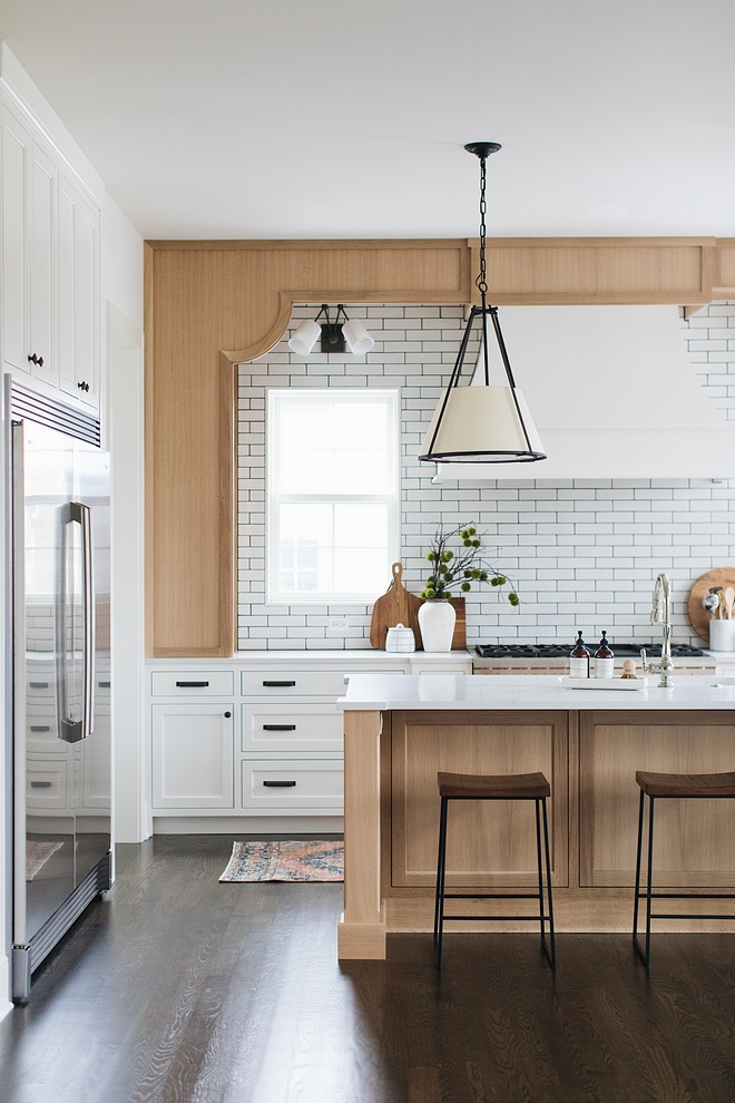 White kitchen with Quarter Sawn Oak Kitchen island and hood wall frame Quarter Sawn Oak Kitchen with Benjamin Moore Simply White shaker style doors White kitchen with Quarter Sawn Oak Kitchen island and hood wall frame #Whitekitchen #QuarterSawnOak #Kitchenisland #hoodwallframe