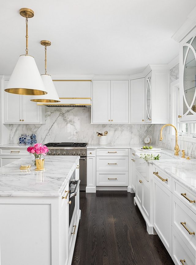 White Kitchen with Polished Brass Hardware This kitchen look will never go out of style and sell homes White Kitchen with Polished Brass Hardware White Kitchen with Polished Brass Hardware #WhiteKitchen #PolishedBrassHardware #kitchen #kitchenHardware