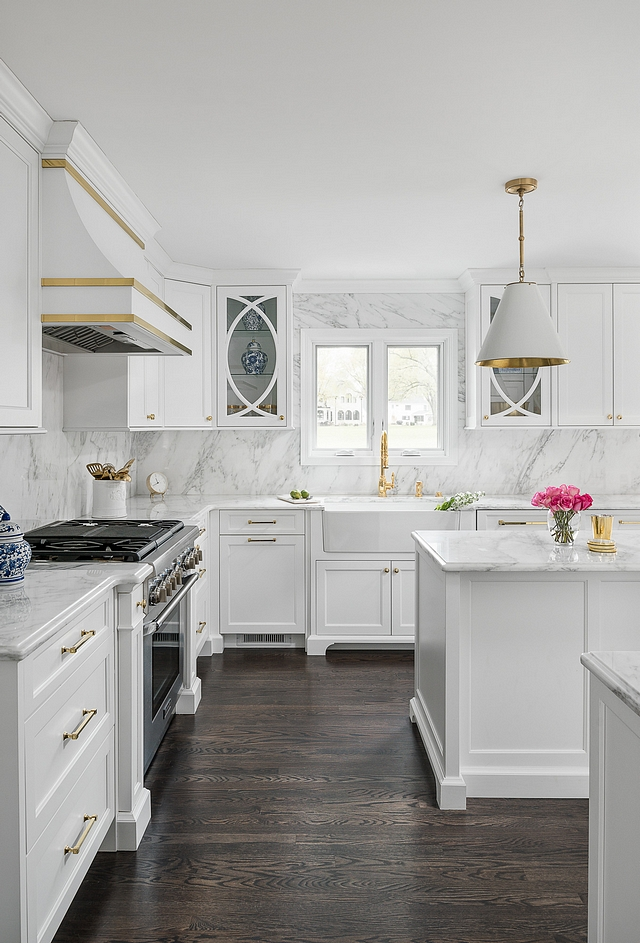 Super White by Benjamin Moore is one of the best crisp white for kitchen cabinets and often recommended by interior designers Super White by Benjamin Moore also works well with white marble and any hardwood flooring #SuperWhite #BenjaminMoore