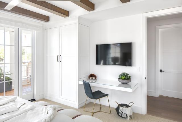 Bedroom wardrobe Bedroom desk This bedroom features a 5' wide full height wardrobe with shaker panels with a 4' floating desk #bedroom #wardrobe #desk #floatingdesk