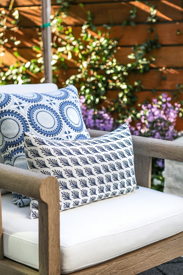 Blue and white outdoor pillow Blue and white outdoor pillows Blue and white outdoor pillow combination Blue and white outdoor pillow #Blueandwhite #outdoorpillow