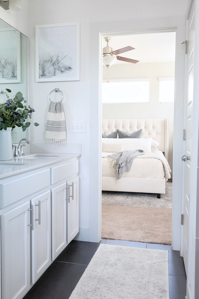 Rental home How to decorate master bedroom and master bathroom in a rental #rentalhome #rentalhomes #bathroom #bedroom #decor