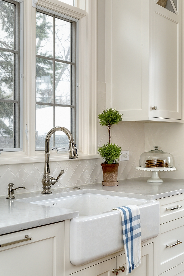 Classic Kitchen with farmhouse sink, pull-out kitchen faucet and handmade subway tile backsplash This look stands the test of time Classic kitchen #ClassicKitchen #farmhousesink #pulloutkitchenfaucet #handmadesubwaytile #backsplash