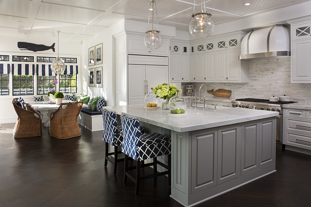 White kitchen with grey island paint color SHERWIN WILLIAMS PURE WHITE SW 7005 white kitchen #SHERWIN WILLIAMS PURE WHITE SW 7005 white kitchen #SHERWINWILLIAMSPUREWHITESW7005 #whitekitchen #greyisland
