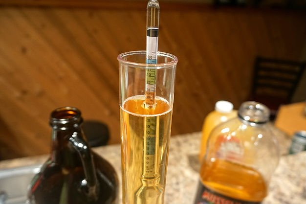 measuring specific gravity and brix of apple cider using a hydrometer