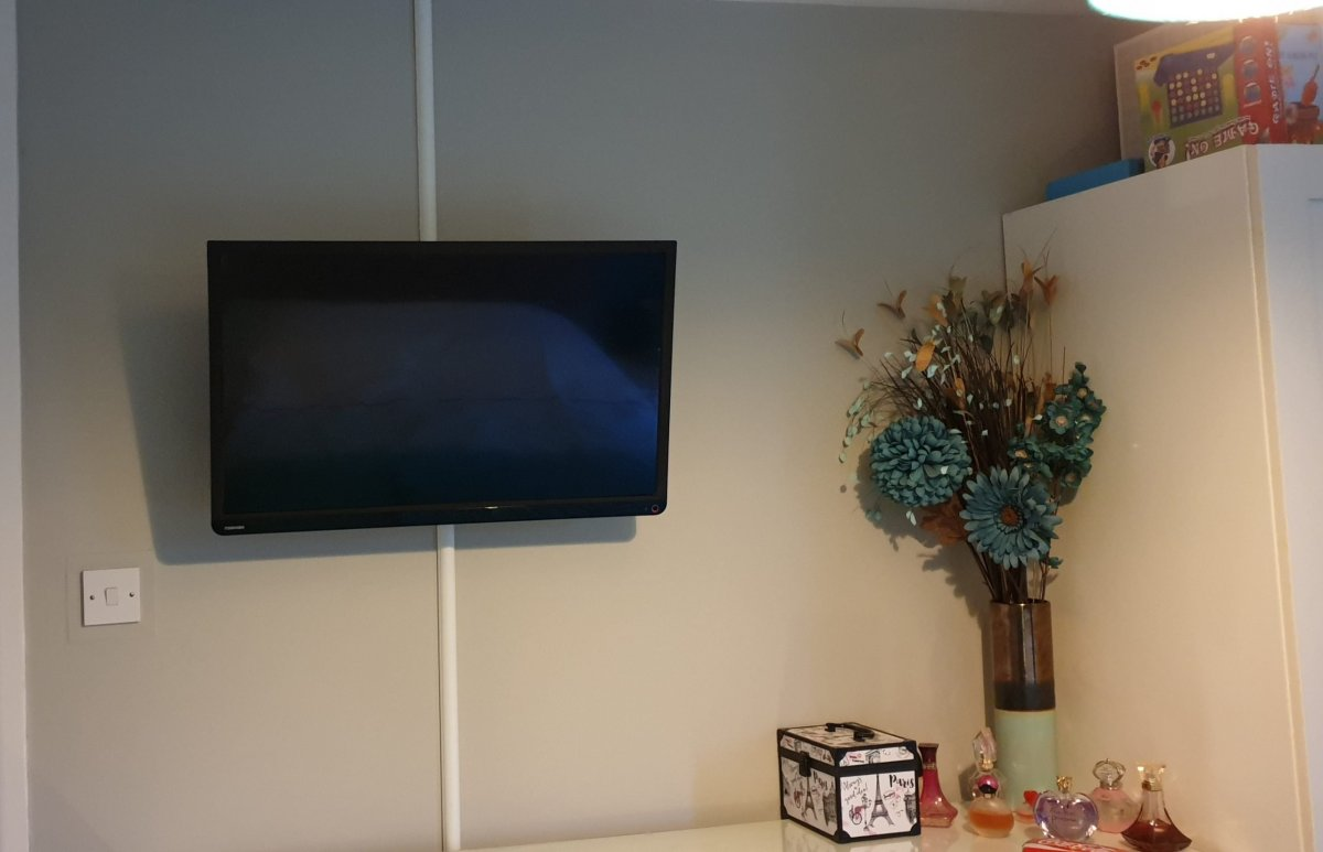 TV wall mounting with Dline trunking 2