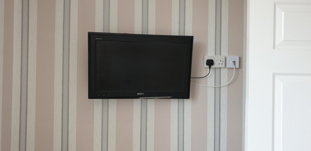 TV wall mounting with Dline trunking 5