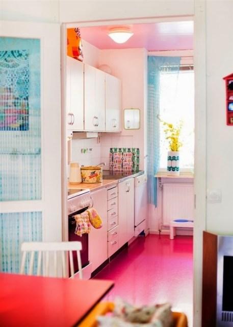 """Nhà bếp nhỏ đầy màu sắc """"width ="""" 457 """"height ="""" 640"""