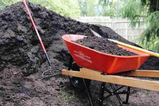 How to Make DIY Potting Soil | Home for the Harvest