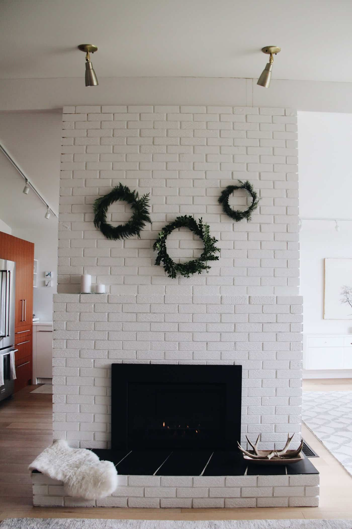 Fresh Simple Holiday Wreaths On Modern Mantle - Home For