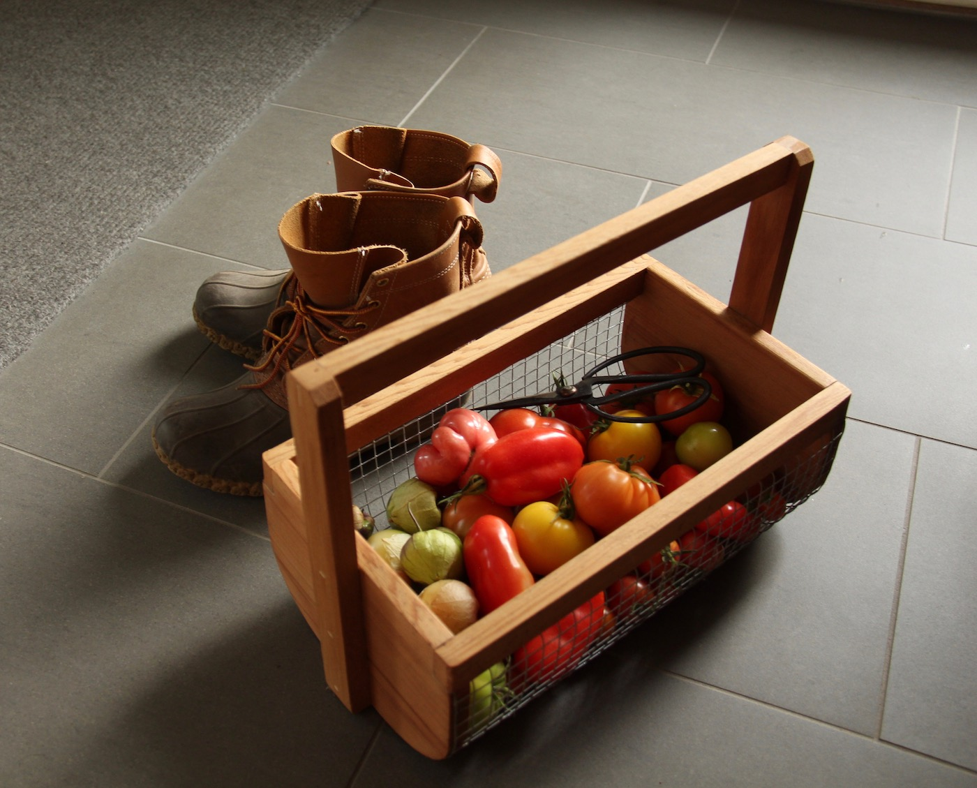 The best gifts for gardeners are ones they'll use forever! These harvest baskets, classic watering cans, and other high-quality garden goods are the best gifts for gardeners on your list! #bestgiftsforgardeners #giftsforgardeners #gardengifts #gardengiftguide