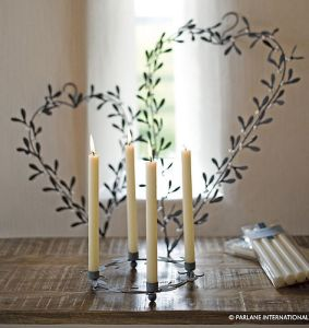 Metal mistletoe heart wreath decoration
