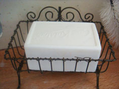 Vintage style wire soap dish from Meggymoos