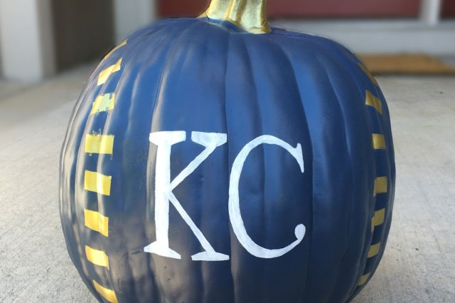 Show Your Team Spirit With Pumpkins