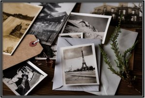 Decorate your home with black and white pictures