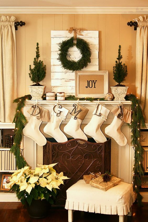 holiday fireplace mantel decorating ideas 4 - How To Decorate A Fireplace Mantel For Christmas