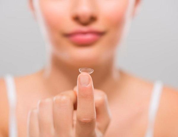 Erros que você não pode cometer ao cuidar das suas lentes de contato