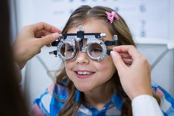 Acompanhamento oftalmologista para crianças